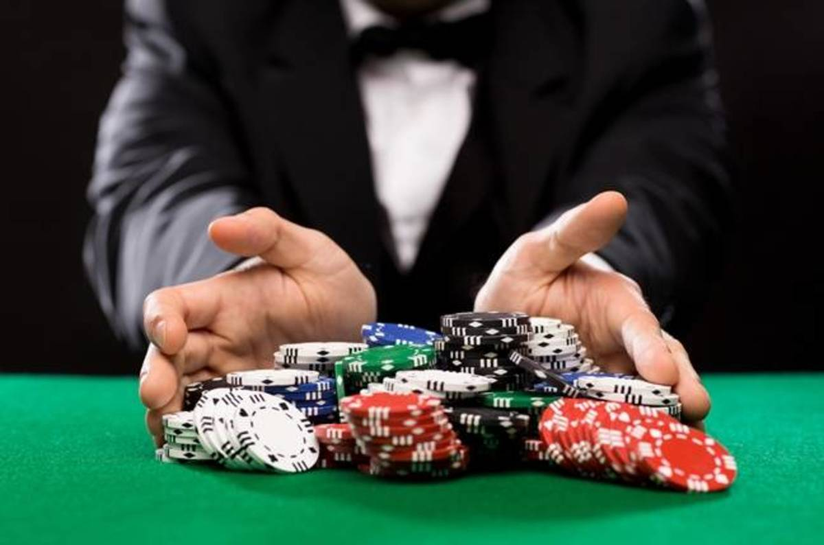 Online casinos will offer a lot of convenience to the players to play the games in a safe mode